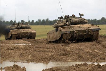 إصابة فلسطينيين في قصف مدفعي وسط قطاع غزة
