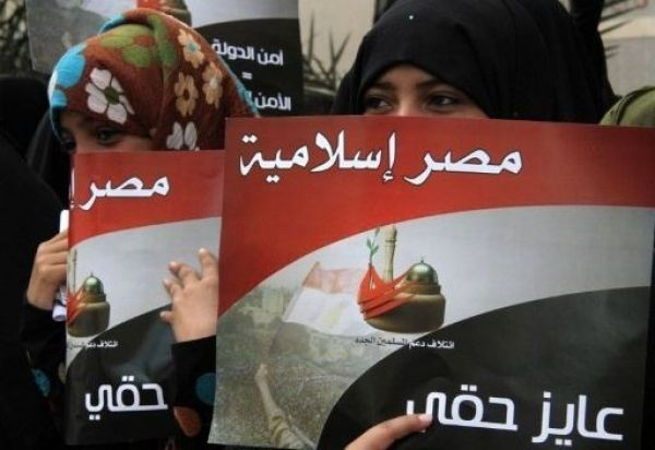 مصر: الإخوان والسلفيون يبحثون عن تحالفات والجماعة تتوسط