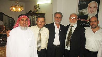 """بعد أن نشر صورة النائبة زعبي؛ موقع """"واينت"""": غنايم وصرصور احتفلا أيضا بتحرير القيادي في حماس"""