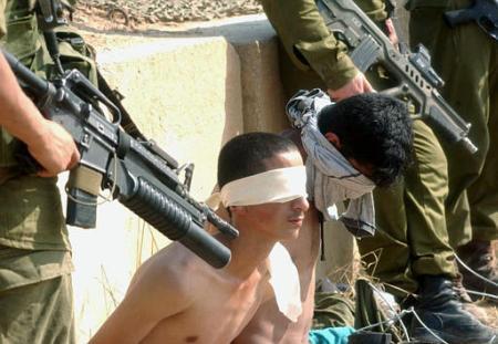 """""""الشبكة الأوروبية"""": اطباء اسرائيليون يتسترون على عمليات تعذيب لا انسانية ضد المعتقلين الفلسطينيين"""
