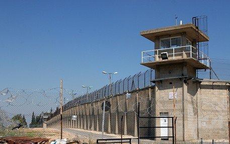 بعد نقلهم إلى سجن نفحة: الأسرى يناشدون التدخل لإنقاذهم من الموت البطيء