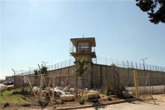 """""""عدالة"""" يطالب بإغلاق قسم 4 في سجن نفحة بسبب ظروفه المزرية"""