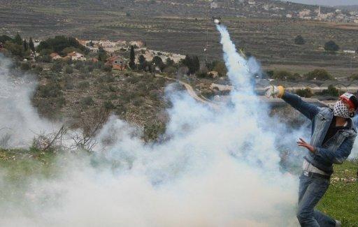 اصابة ثمانية فلسطينيين ومتضامنة بعد قمع الاحتلال مسيرة النبي صالح