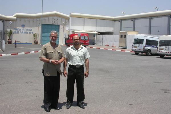 غنايم يطالب بإعادة أسرى الداخل إلى سجن جلبوع بعد نقلهم إلى نفحة