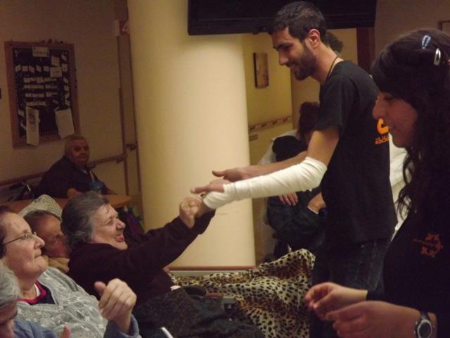 تجمع الشباب النصراوي يزور بيت المسنين – القديسة حنة ويحتفل مع المسنين بعيد الأم