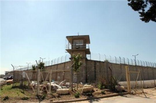 إصابة 61 أسيرا في اقتحام لسجن 'نفحة'