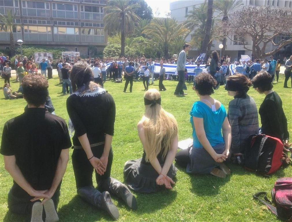 مئات الطلاب والمحاضرين في جامعة تل أبيب: كفى للاعتقالات الإدارية، والحرية للأسرى السياسيين