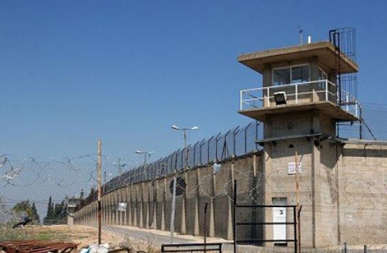 """إعلان """"إضراب الكرامة"""" للأسرى الفلسطينيين في السجون الإسرائيلية"""