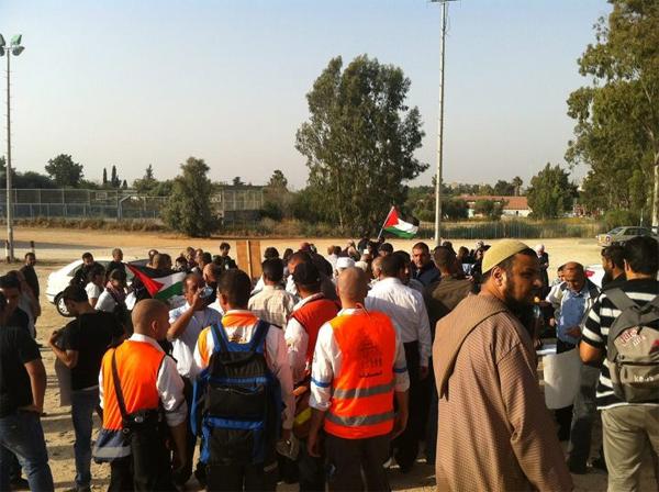 """""""عدالة"""" يطالب بالسماح للمعتقلين والأسرى المضربين عن الطعام بلقاء المحامين على الفور"""