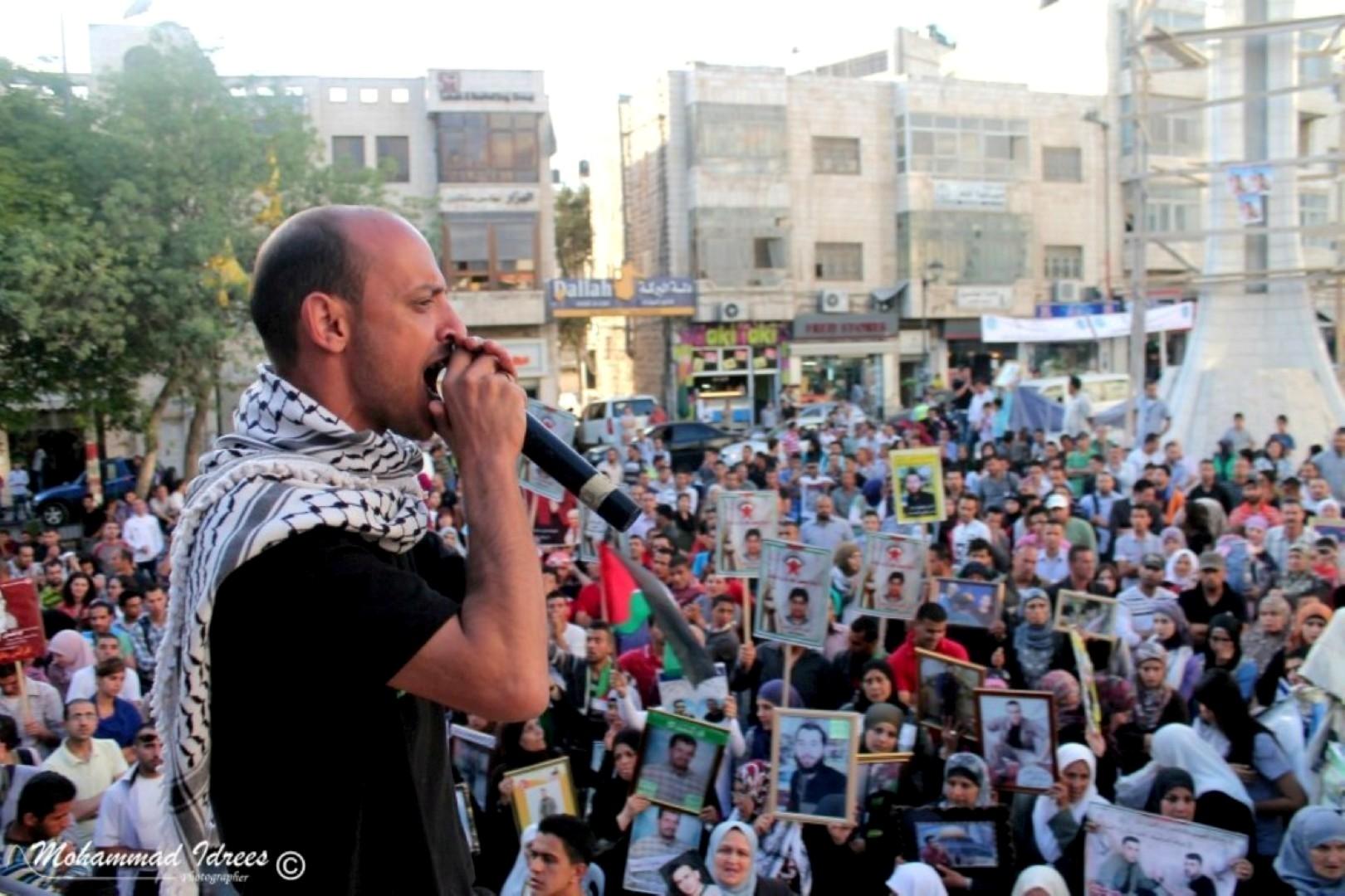 """""""صرخة أسير"""": نشطاء وشعراء وفنانون من الضفة والداخل يناصرون الأسرى في معركتهم"""