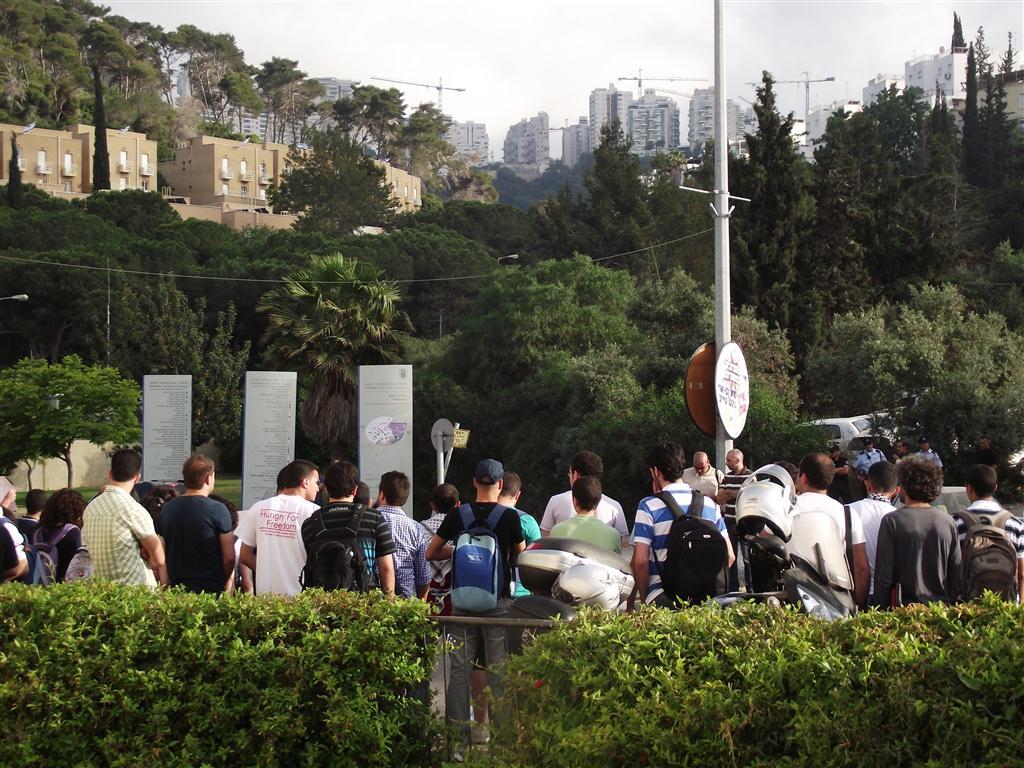 تظاهرة امام مبنى التخنيون للطلاب العرب التحاما مع معركة الأمعاء الخاوية