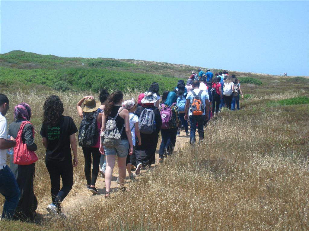 """ضمن برنامج """"رحلات إلى الجذور"""": رحلة طلابيّة على ساحل الكرمل في ذكرى النكبة"""