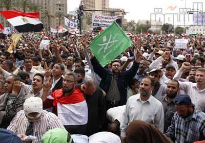 الآلاف يحاصرون مجلس الشعب بمشاركة النواب المنتخبين