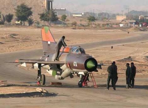 أنباء عن انشقاق ثلاثة طيارين سوريين جدد وهروبهم للأردن