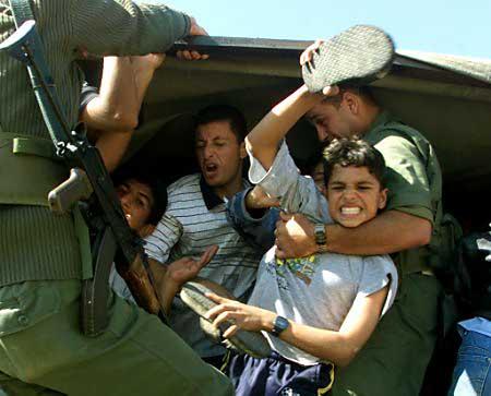 منظمة دولية:إسرائيل تمارس التعذيب ضد الأطفال الفلسطينيين خلال الإعتقال