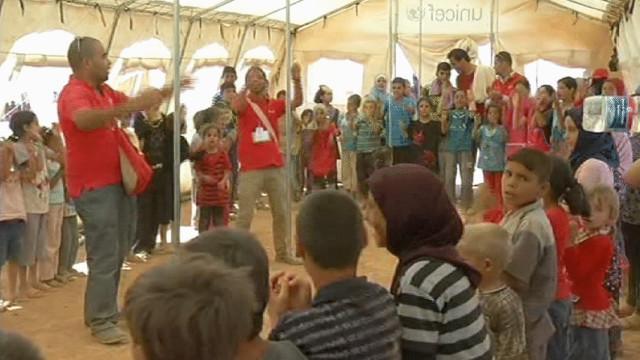 3500 لاجئ سوري شاركوا بمظاهرة أوقعت إصابات في مخيم الزعتري بالأردن