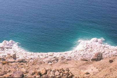 الجارديان: إسرائيل تنهب موارد البحر الميت