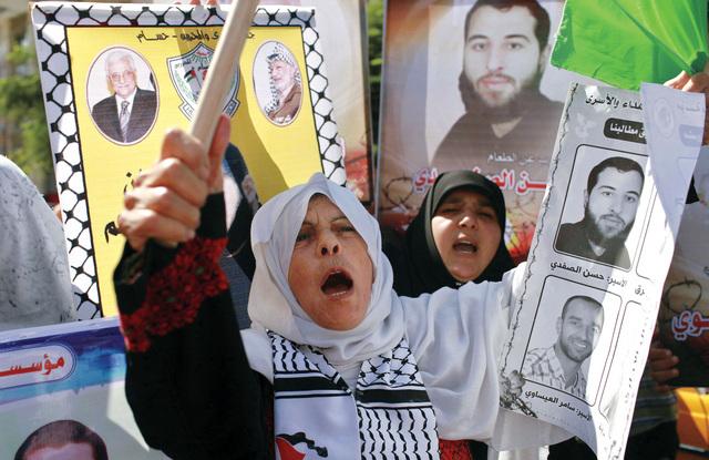 اضراب عن الطعام في سجون الاحتلال اليوم دعما للأسرى القدامى
