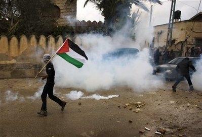 عشرات الإصابات إثر قمع الإحتلال لمسيرتي بلعين والنبي صالح