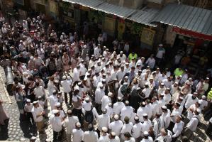 مئات المستوطنين ينظمون مسيرة استفزازية في القدس