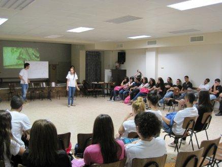 طلاب الكليّة الأرثوذكسية في حيفا يحيون ذكرى هبّة القدس والأقصى