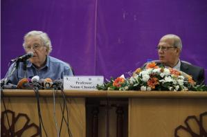 تشومسكي خلال مؤتمر في غزة:من حق الشعب الفلسطيني العيش بحرية وسلام