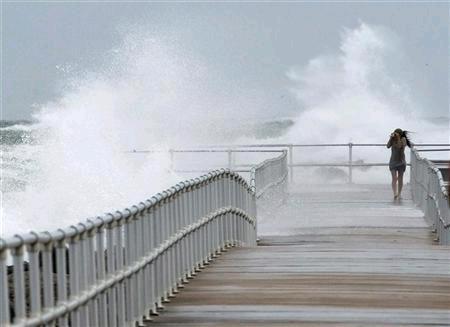 .إعصار ساندي: أوباما يحذر والسلطات الأمريكية تغلق مناطق في الساحل الشرقي