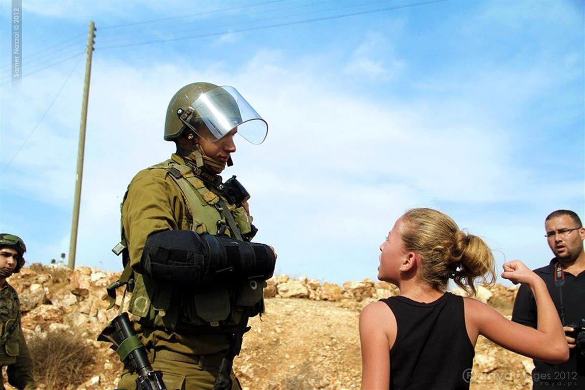 أطفال النبي صالح يواجهون جنود الإحتلال الإسرائيلي
