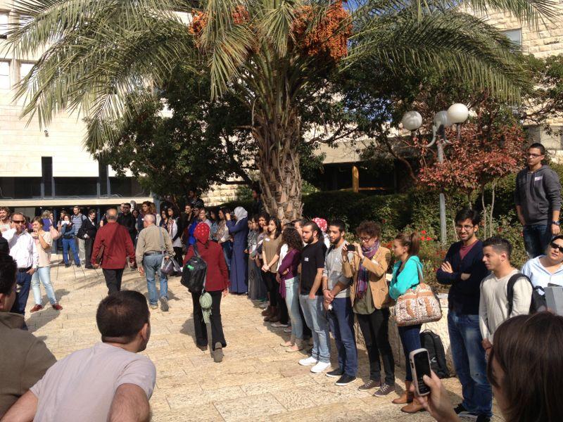 طلاب الجامعة العبرية مستمرون بنصرة غزة، وجامعة تل أبيب تمنع نشاطا طلابيا