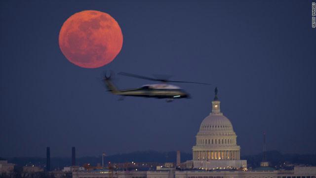 أمريكا فكرت بقصف موسكو بالنووي من القمر