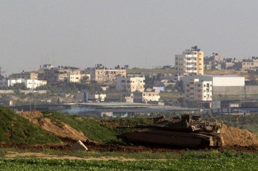 اصابة أربعة فلسطينيين بقصف مدفعي اسرائيلي شرق دير البلح