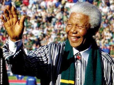نقل رئيس جنوب إفريقيا الأسبق نلسون مانديلا إلى المستشفى