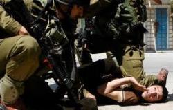 """جنود إسرائيليون يضربون اثنين من مصوري """"رويترز"""" ويجبروهما على التجرد من ملابسهما"""