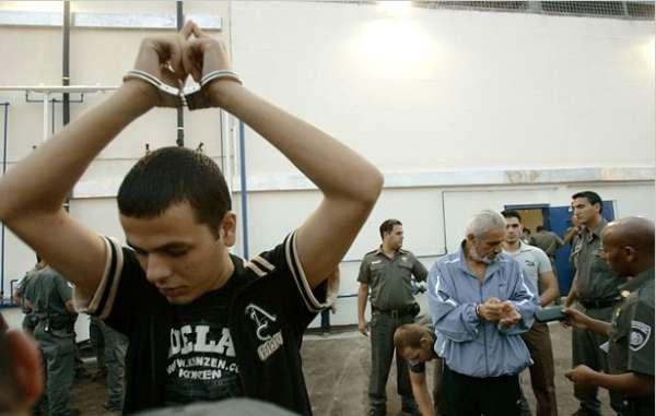 الاعتداء على الأسرى في سجن عوفر