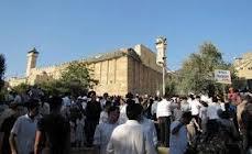 ليبرمان ينتهك الحرم الإبراهيمي ويتجول في البلدة القديمة بالخليل