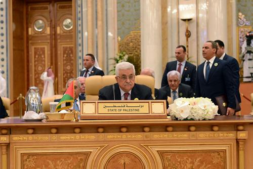 عباس يدعو القمة الاقتصادية العربية لتنفيذ خطة دعم القدس