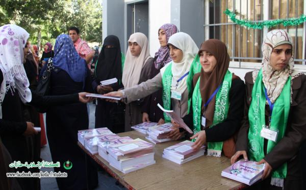 """منظمة التحرير تصف قرار إلزام طالبات الاقصى بالزي الشرعي بـ""""الطالباني"""""""