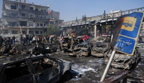 حواتمة بين المصابين: 35 قتيلا ومئات الجرحى في 3 انفجارات في دمشق