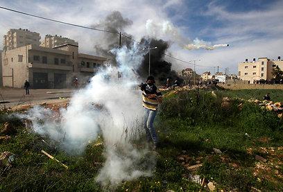 يوم غضب في الضفة: مواجهات وإصابات بالرصاص الحي والمطاطي