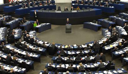 بيرس أمام البرلمان الأوروبي يدعو لتطبيق حل الدولتين