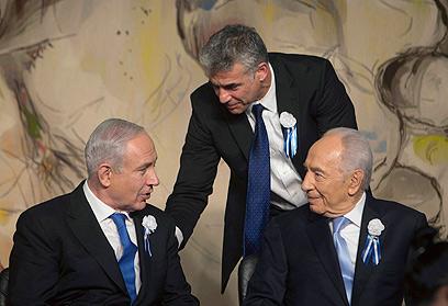 """المفاوضات الائتلافية الإسرائيلية: """"يش عتيد"""" يتنازل عن الداخلية مقابل المعارف"""