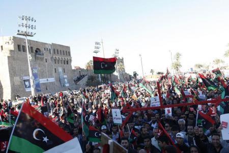 """البرلمان الليبي يوافق على اجراء انتخابات """"في اسرع وقت"""" وسط غضب شعبي"""