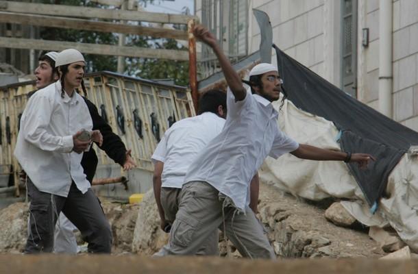 مستوطنون يهاجمون قرية شرق قلقيلية
