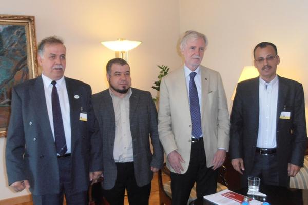 إسرائيل تحتجز رئيس الجالية الفلسطينية في فنلندا على معبر الأردن ,تعيده من حيث أتى