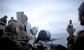 توغل لآليات الاحتلال شرق خان يونس واستهداف لمراكب الصيادين في بحر غزة