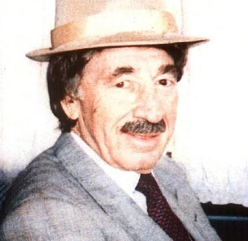هكذا كان يتنكر بيرس لدى ذهابه للقاء الملك حسين في السبعينيات