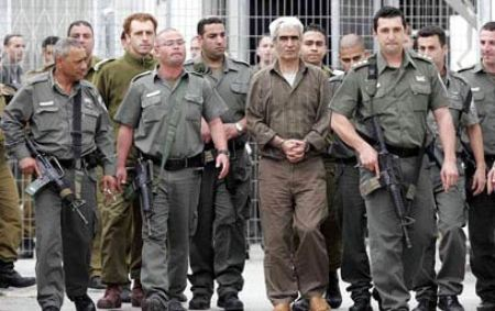 ثمانية اعوام على اختطاف احمد سعدات والشوبكي من سجن اريحا