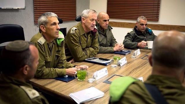 طيران الاحتلال الحربي يقصف أهدافا في قطاع غزة