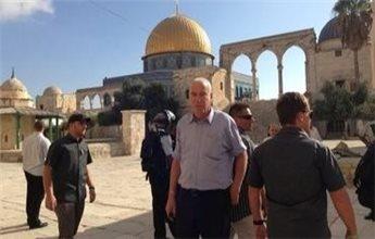 وزير الإسكان الإسرائيلي  يجري جولة استفزازية في الحرم القدسي ويطالب بفرض السيادة الإسرائيلية عليه
