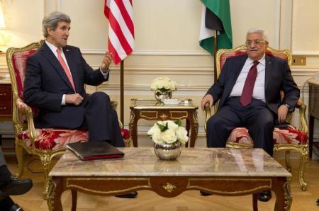 """""""هارتس"""": اوباما سيضغط على عباس لقبول """"اتفاق الاطار """""""
